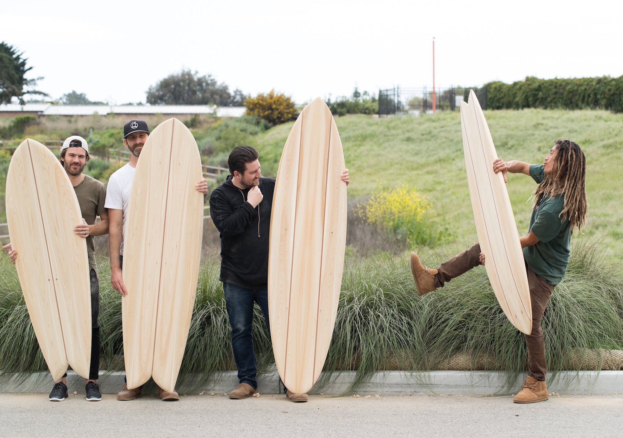 The guys attempt a portrait with their boards, but Sakae does his own thing.