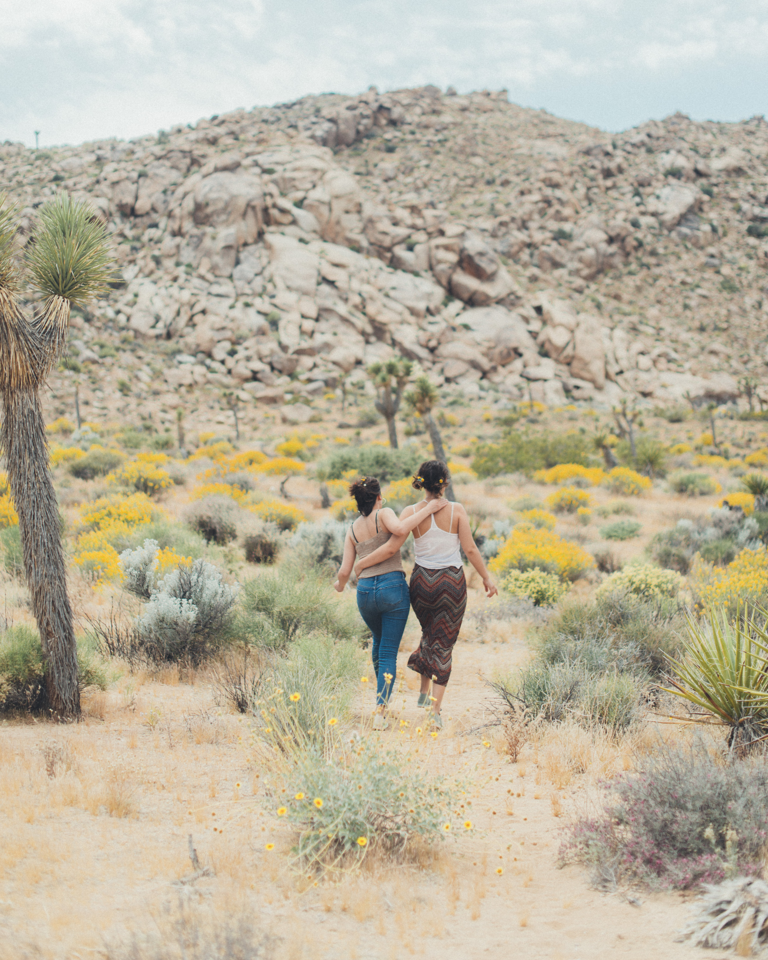 Lily and Madeleine both wear the Tye sneaker in Joshua Tree National Park.
